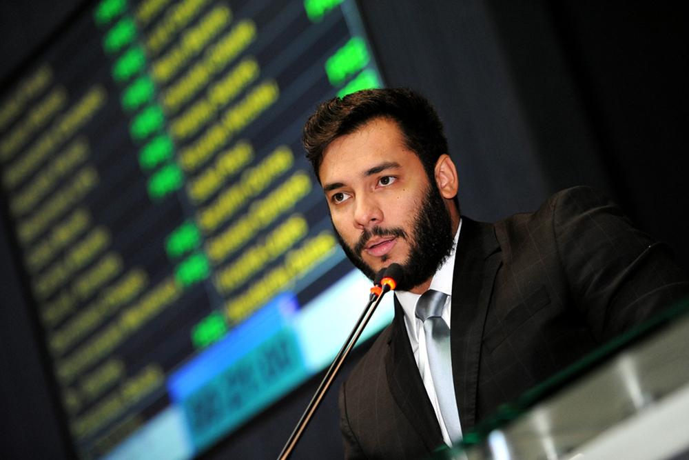 Platiny Soares vai tentar cancelar o abono salarial de secretários