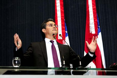 David Almeida ocupou a tribuna da Aleam para rebater acusação de que deixou dívidas na segurança pública