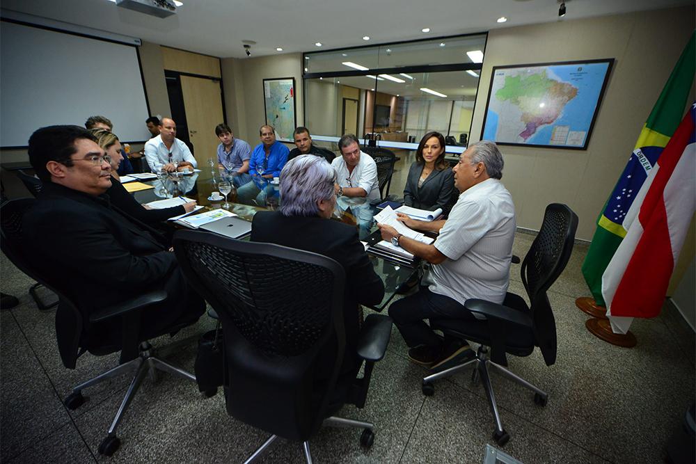 Governador Amazonino Mendes cobra celeridade em obras dos Cetis