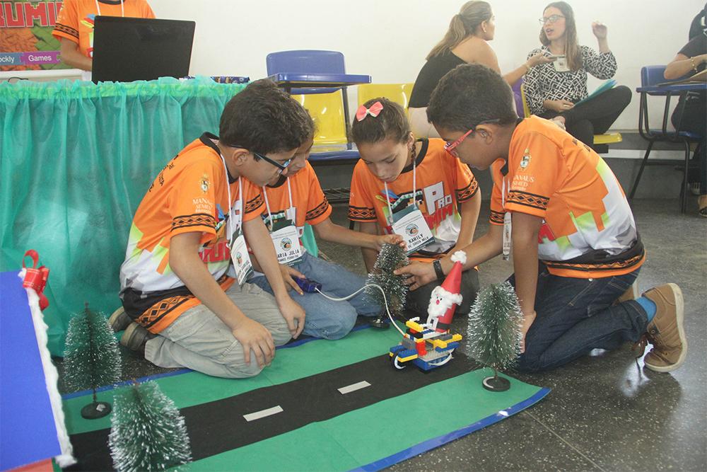 Rede municipal de ensino busca estimular o uso da linguagem, programação e robótica em escolas municipais