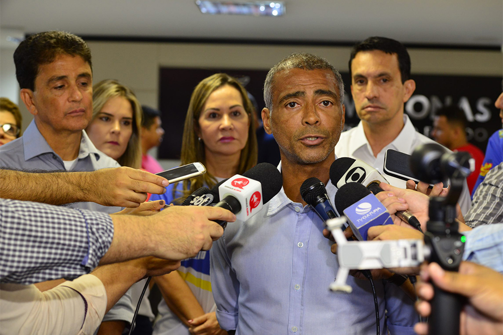 Romário participa de amistoso solidário em Manaus