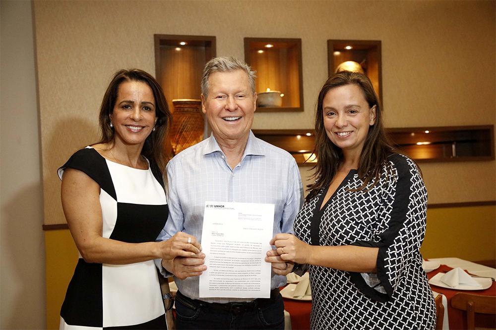 Arthur Neto recebe documento de reconhecimento pelo acolhimento a indígenas venezuelanos
