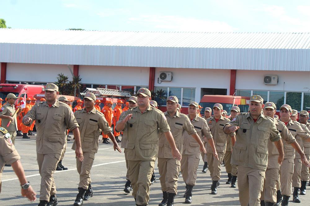 Amazonino promove 314 bombeiros militares