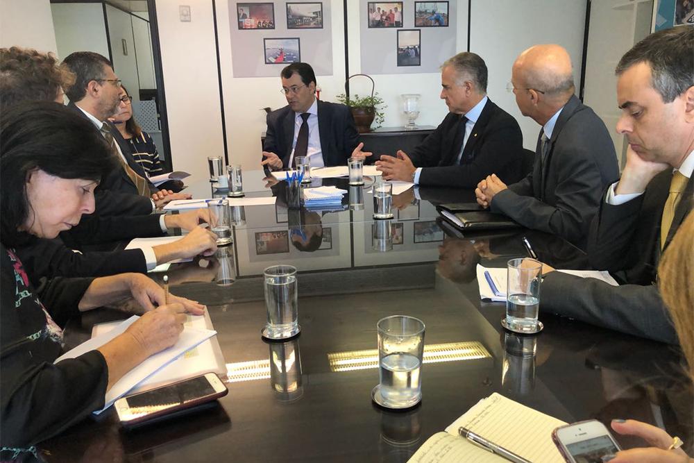 Eduardo Braga em reunião com o relator da MP.
