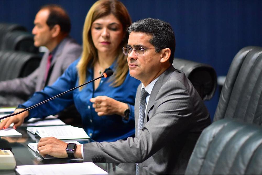 David Almeida diz que abono salarial é ilegal